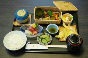 華かご膳(1,620円)