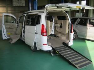 車いすを乗せられる福祉車両