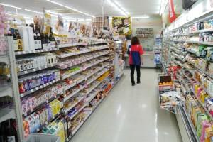通常より高い位置まで商品がある店内
