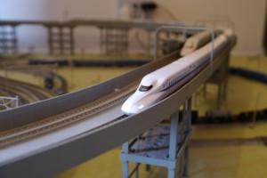 新幹線の模型が走るTAMハウス