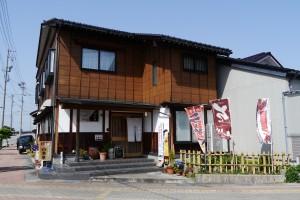 市姫神社の近くにあるお店。旗が目印