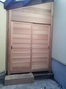 オール無垢材の米松板戸