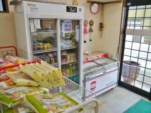 アイスや沢田牧場の牛乳も販売