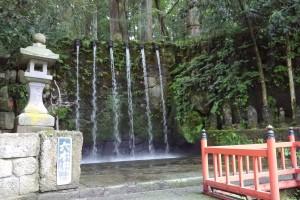 滝修行で有名な日石寺の六本滝