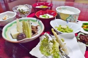手作りの山菜尽くしの料理が自慢
