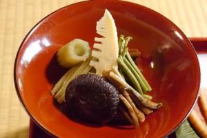 たくさんの種類の山菜が入った煮物