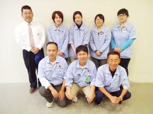 小柴社長(左上)と社員のみなさん