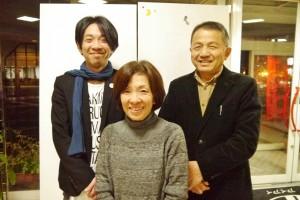 左から秀一さん、妙子さん、謙治さん