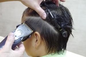 「ツーブロック」の髪型を作る途中