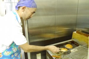 多種多様なパンを作り出す中村さん