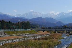 白竜橋から剱岳を望む