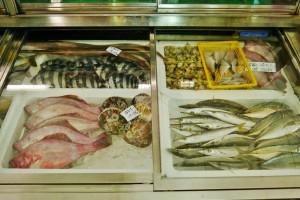 新鮮な魚が並ぶ浜田鮮魚店