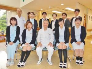 渡辺院長(中央)とスタッフのみなさん