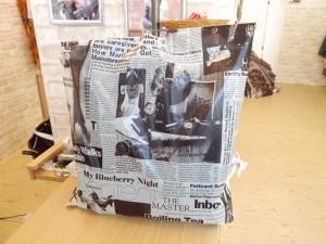 袋の中央ほどにアリョーナさんの写真が