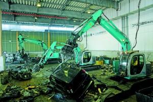 環境に配慮した電気式の解体機(日本オートリサイクル株式会社)