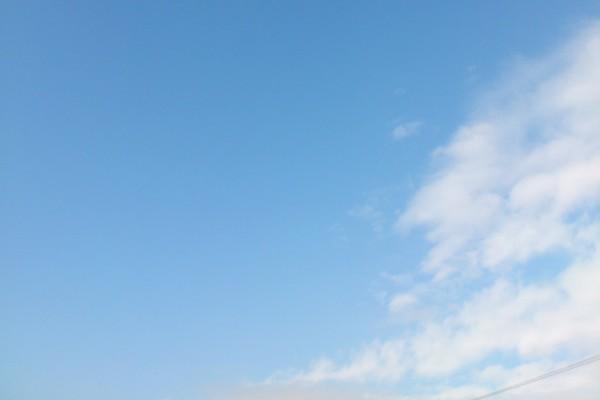 上市の青空