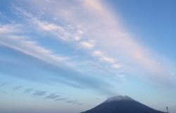 北海道のニセコ大橋から見た羊蹄山