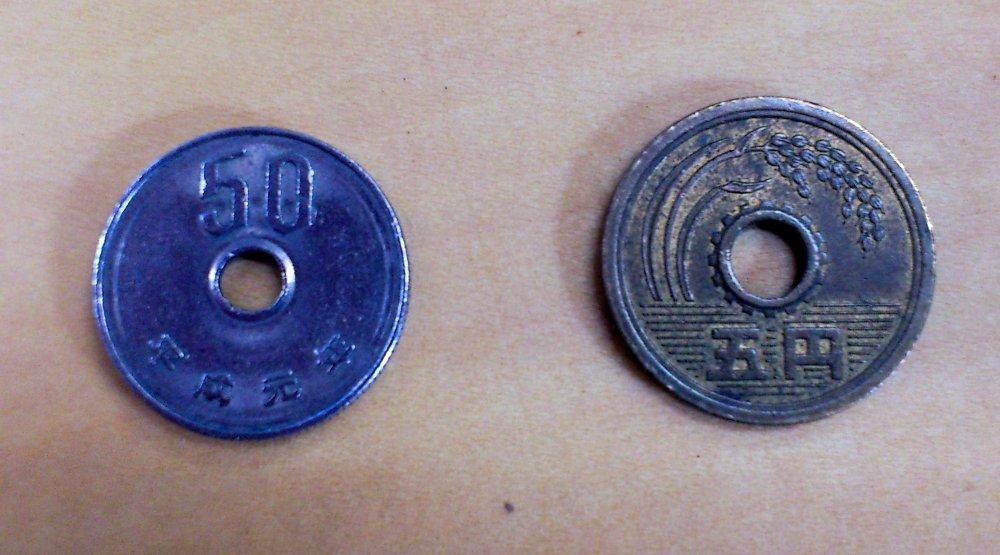 50円玉と5円玉
