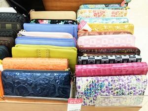 財布やカード・キーケースも多種あり