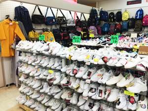 町立学校指定のバッグや靴も豊富