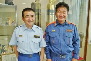 上市消防署長 桑名昭一さん(左)と 副署長 井上寛さん