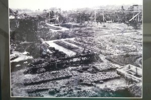昭和初期の写真。奥にブランコや滑り台が見える