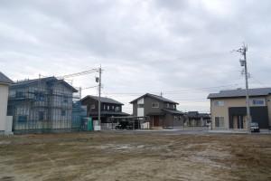建設中の住宅のほか、販売中の土地もある