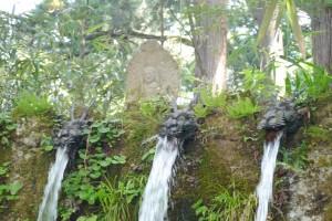 龍の口から流れ出る六本滝