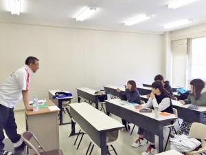 永井学校長による「スポーツ経営学」授業の様子