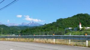 堤谷の交差点付近からの立山連峰(内山さん撮影)