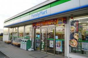 女川交差点の角にある「ファミリーマート上市女川店」