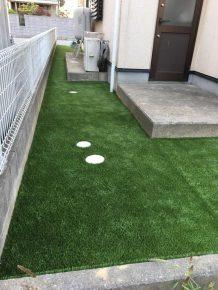 人工芝の施工をした中川さんの自宅の庭