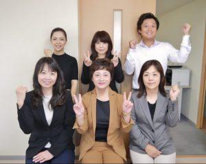 ステップアップのみなさん。前列中央が川合社長