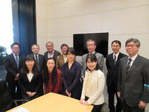 日本政策金融公庫のみなさん、サンクゼールの久世社長(後列左から3人目)、パネリストの方々(前列女性)