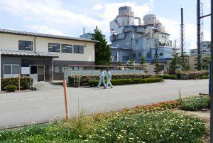 上市川沿いにある郷柿沢工場