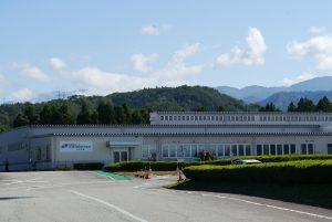 スーパー農道からすぐの場所にある新越部品株式会社 上市工場