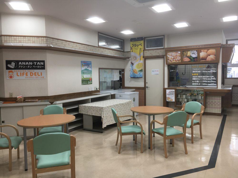 カミール1階にある、ライフデリ中新川エリア店