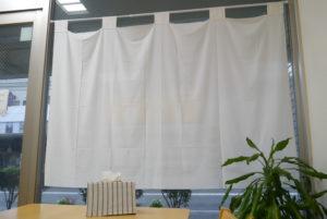 メニュー表のカバーやカーテンは裁縫上手なお母さんの手作り