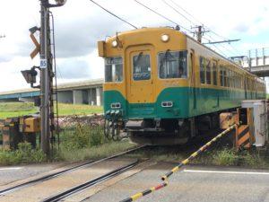 富山地方鉄道の通称「かぼちゃ電車」