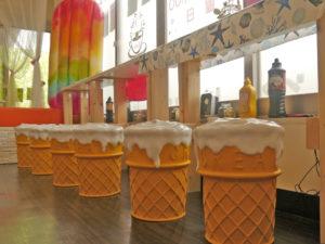 アイスクリームの形の椅子